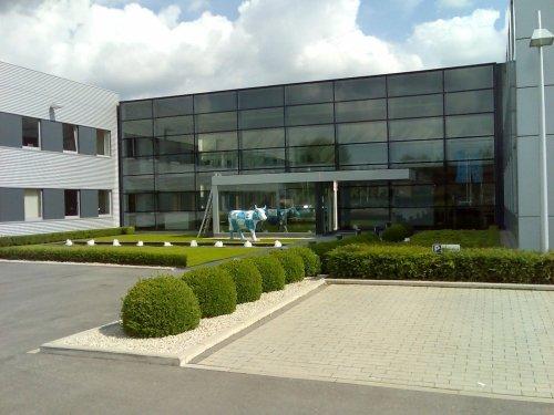 Façade vitrée en Aluminium pour bâtiment industriel