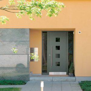Porte avec panneau décoratif PVC